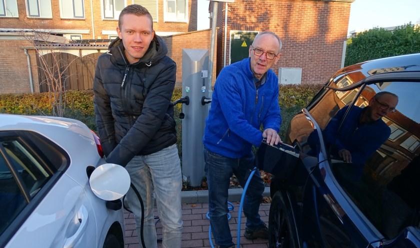 Reijer Kok (links) en Chris de Groot weten veel te vertellen over belangrijke energiebesparing. (Foto: Margreet Nagtegaal)