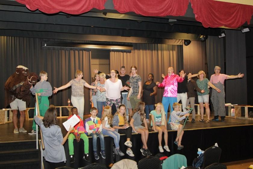 Een foto van het Pit-gezelschap gemaakt op een repetitieavond. Foto: Koos Roelofs.