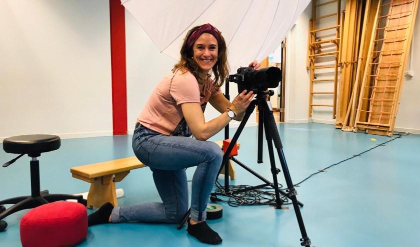Dominique Brozek is schoolfotograaf. Elk najaar en elk voorjaar trekt ze langs tientallen kinderdagverblijven, basisscholen en middelbare scholen.