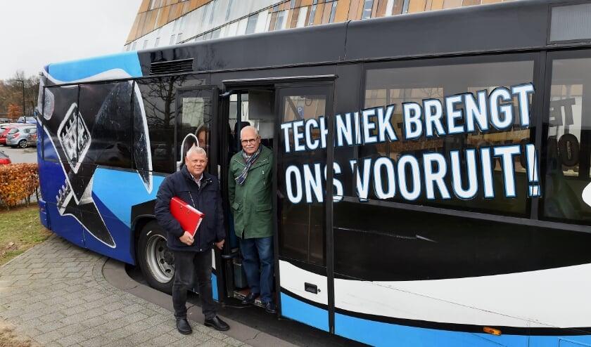 Willie Dominicus (links) en chauffeur Ibo Stamhuis. (foto: Roel Kleinpenning)