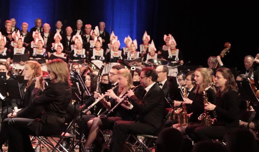 Pieter Aafjes en het Volendams operakoor verzorgden een mooi kerstconcert.