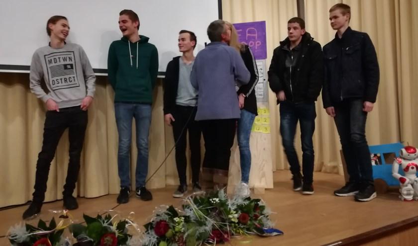 Blijdschap bij het winnende team van Aventus, tijdens de Creathon  bij KleinGeluk-locatie De Veenkamp. (foto Anja Straathof)