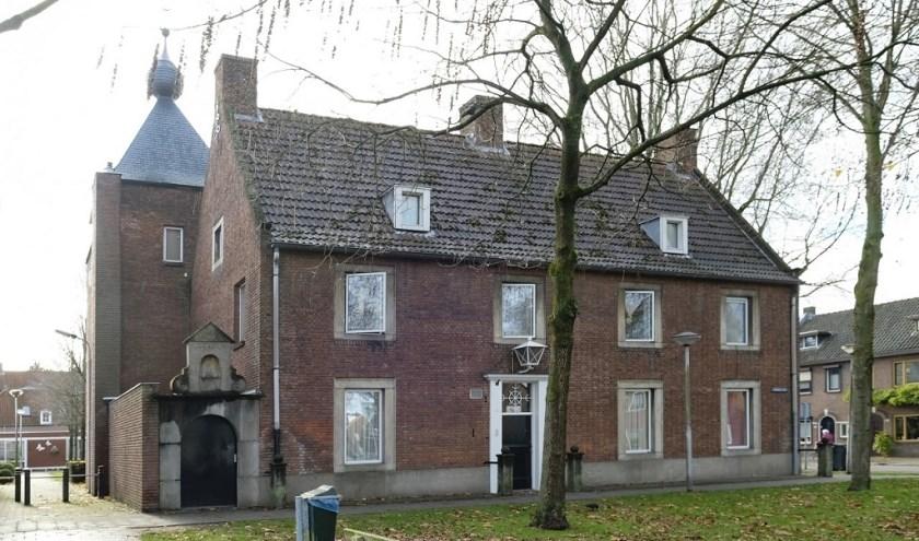 Deze voormalige pastorie werd gebouwd in 1948 naar een ontwerp van Jos. Bedaux.