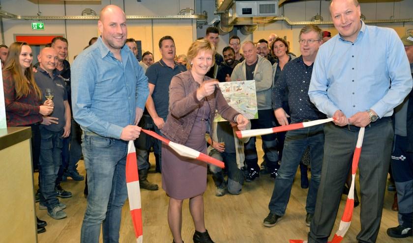 Wethouder Ineke Langerak opent het nieuwe praktijklokaal bij BLR-Bimon.. (Foto: Paul van den Dungen)