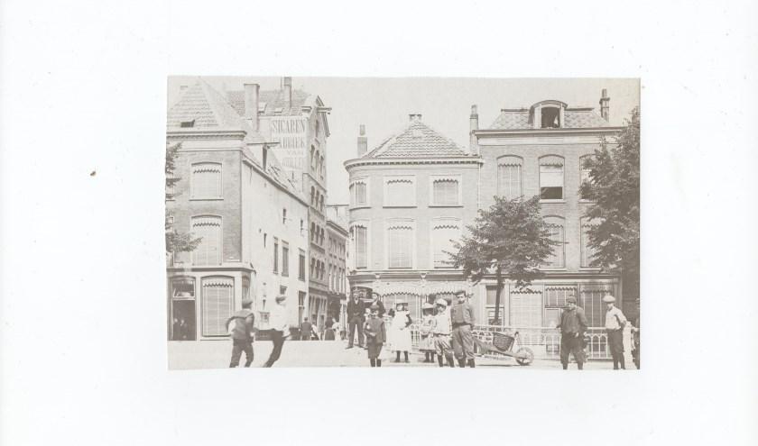 De ingang van de, toen nog smalle, Peperstraat.