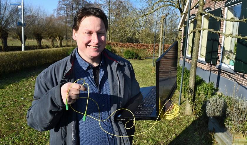 RKL 5508 Jan Geert Hek glasvezel in het buitengebied  Varsseveld-Heelweg.