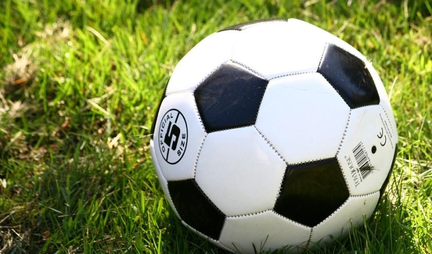 Onze sportverslaggever Arend Vinke verzamelt iedere week de voetbaluitslagen van alle eerste teams uit Epe, Heerde en Hattem.
