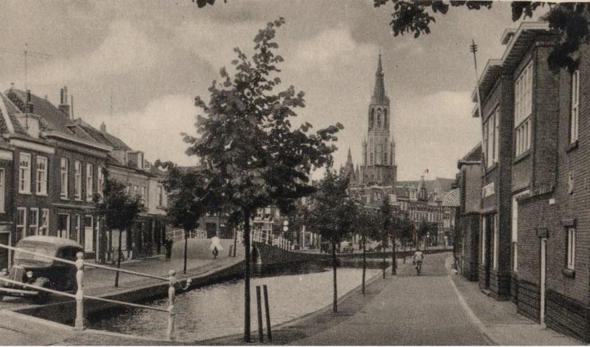 RK St Rosaschool (rechts) aan  Oosteinde.