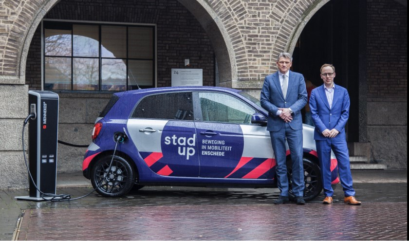 Wethouder Eelco Eerenberg (rechts) en Gerd van der Kolk van Baan Twente zijn blij met de samenwerking.