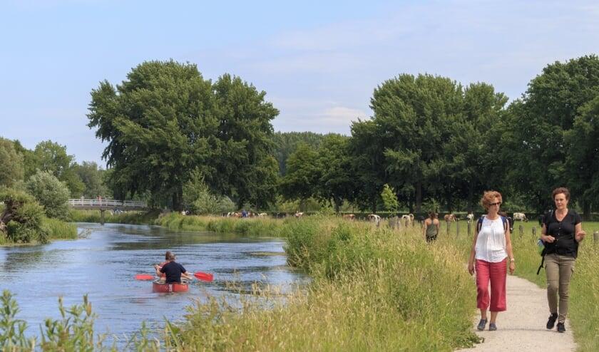 <p>Het wandelnetwerk Kromme Rijnstrijk is officieel geopend. Op de foto: Oud Amelisweerd, Kromme Rijn en Jaagpad. Foto: Hetty van Oijen</p>