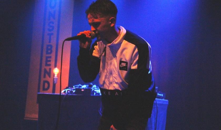 """Gregory Gorselink is de jonge Deventer rapper Gr3g. ,,Op dit moment ben ik bezig met liedjes schrijven en doe ik mee aan wedstrijden op allerlei plekken in Overijssel."""""""