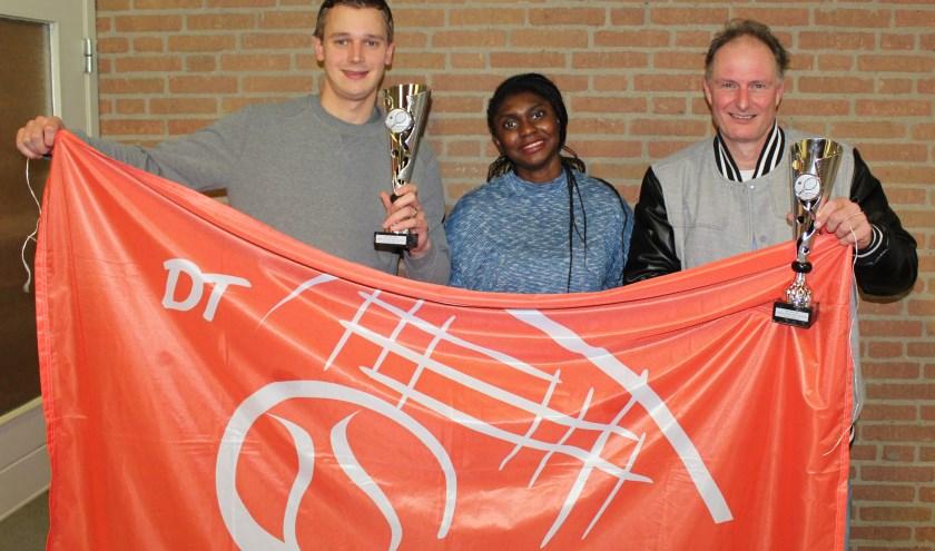 De trotse enkelspelers van team Appoldro – Wilco van Hal (l), Christelle Zola (m) en Marcel van Dulmen (r).