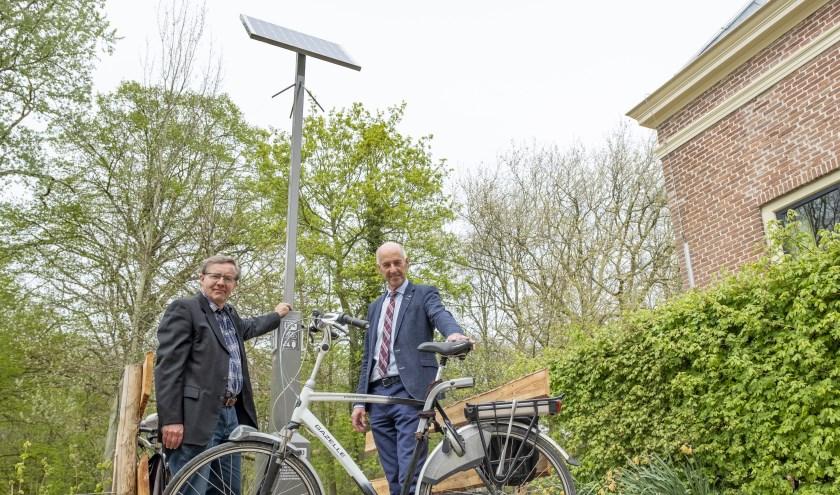 'Met de stroom mee' is een fietsroute van bijna 20 kilometer en kent onderweg drie oplaadpalen voor elektrische fietsen.FOTO: PR