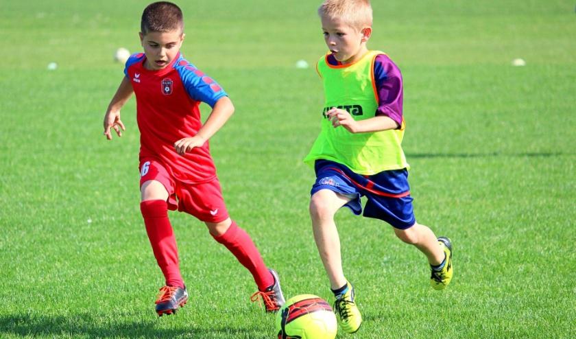 Jongeren tot en met 18 jaar mogen weer buitensporten bij verengingen.