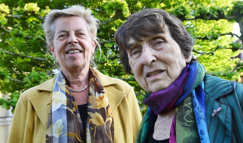 Aggie Daniels met Johanna Reiss. Het idee voor de plaatsing van Stolpersteine werd donderdag 3 mei gepresenteerd bij de lezing van Reiss in Gendringen. Een passend moment, want de even hoogbejaarde als vitale vrouw behoorde zelf tot de vluchtelingen.