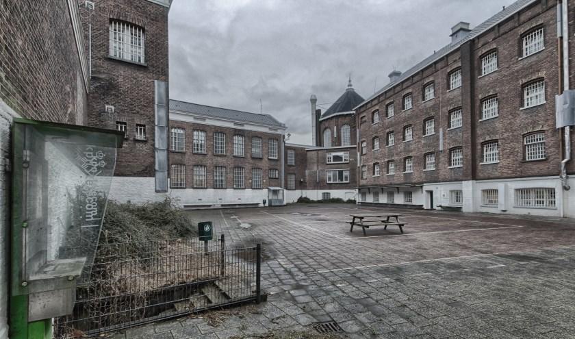 Op 15 mei verschijnt een boek over de gevangenis aan de Noordsingel. Conny Rijken en Lida Hoebeke schreven verhalen van binnen- en van buitenuit. (Foto: Ilya de Milde van IDM Photography)