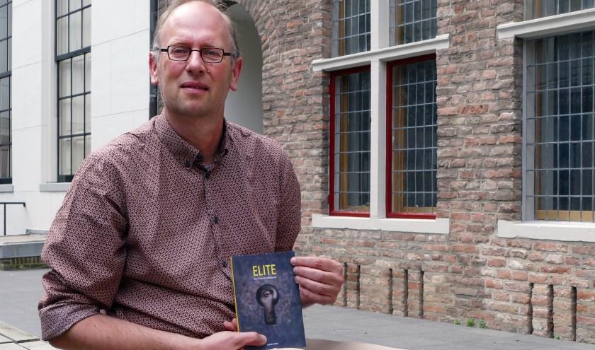 Elite wordt 9 juni gepresenteerd bij boekhandel Praamstra. Schrijver Almar Otten is aanwezig om te signeren en vragen te beantwoorden. (foto Auke Pluim)