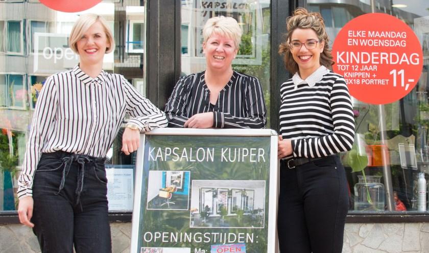 Manon Kuiper (links) met haar medewerksters Helen (midden) en Laura.