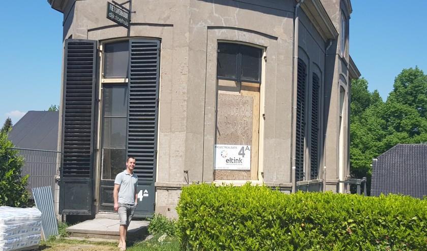Tim Raats is de nieuwe eigenaar van het Dijkstoelhuis, dat op dit moment grondig wordt gerenoveerd. (foto: Kees Stap)