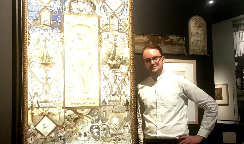 Conservator David de Haan is erg blij dat hij met zulke mooie collectiestukken mag werken.