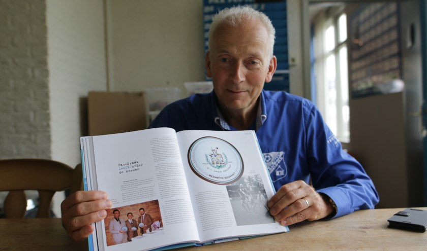 Pax Praat 50 jaar is te koop voor 20 euro via de sites van Pax en Uitgeverij Hermans en ligt bij Shop Melange in Hengelo. (foto: Feikje Breimer)