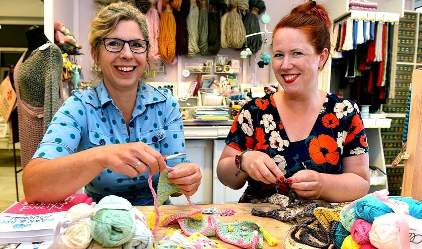 Maureen Huls (links) en Aafke Kleinhesselink. (foto: Roel Kleinpenning)