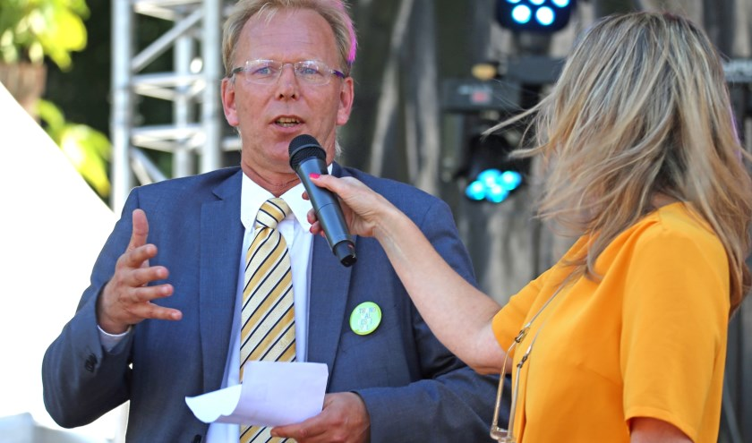 Koen Caminada, voorzitter van het Strandwalfestival meldde een aantal artiesten die tijdens het Strandwalfestival optreden. Foto Marc Wiek.