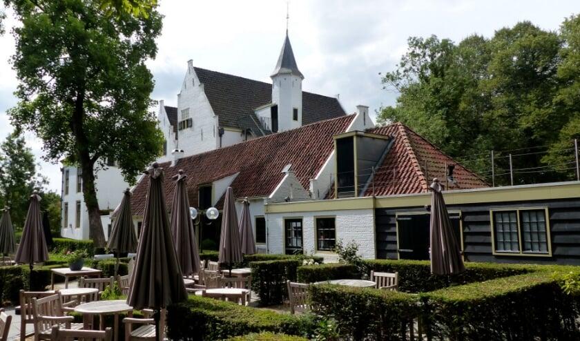 De stichting Kasteel van Rhoon denkt weer aan het opstarten van historische rondleidingen en kleinschalige muziekmiddagen. Ook restaurant en terras zijn geopend. Foto: Roel van Deursen