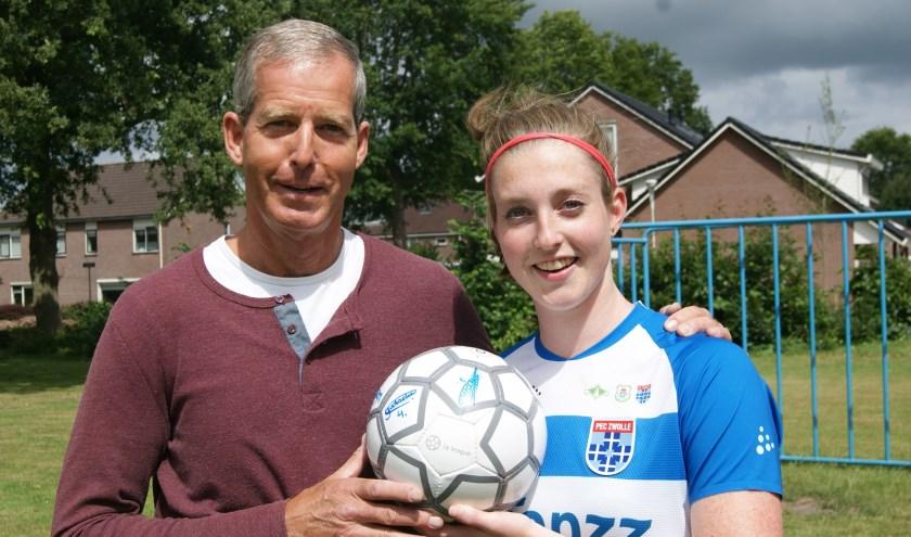 Yvette van Daelen en haar vader Marco. Yvette speelt sinds 2012 in de Eredivisie. (foto: La League / Susan Rozemeijer)