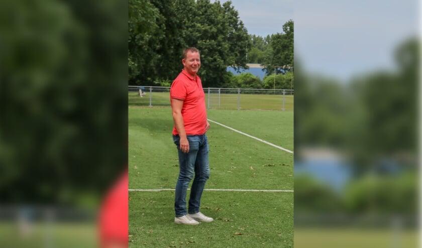 <p>ARC-trainer Mark Evers blijft ook volgend voetbalseizoen de oefenmeester. Foto archief: Saskia De West-Berk</p>