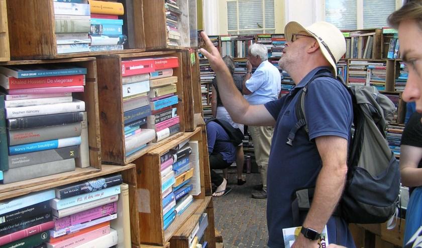 Rugzak of rolkoffer is standaardonderdeel van de uitrusting voor de grootste boekenmarkt van Europa. (foto Gerreke van den Bosch)