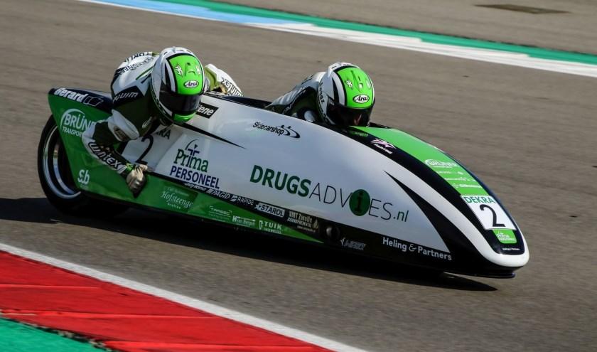 team Drugsadvies Sidecarshop Racing tijdens hun WK-debuut op het TT Circuit Assen. (foto: Henk Teerink)