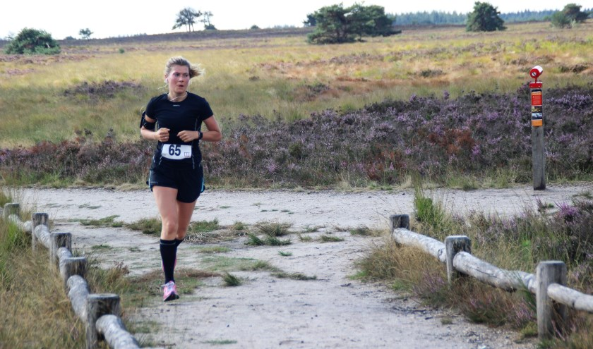 Esther Ellioth won de 10 kilometer bij de dames. Foto: Dick Baas.