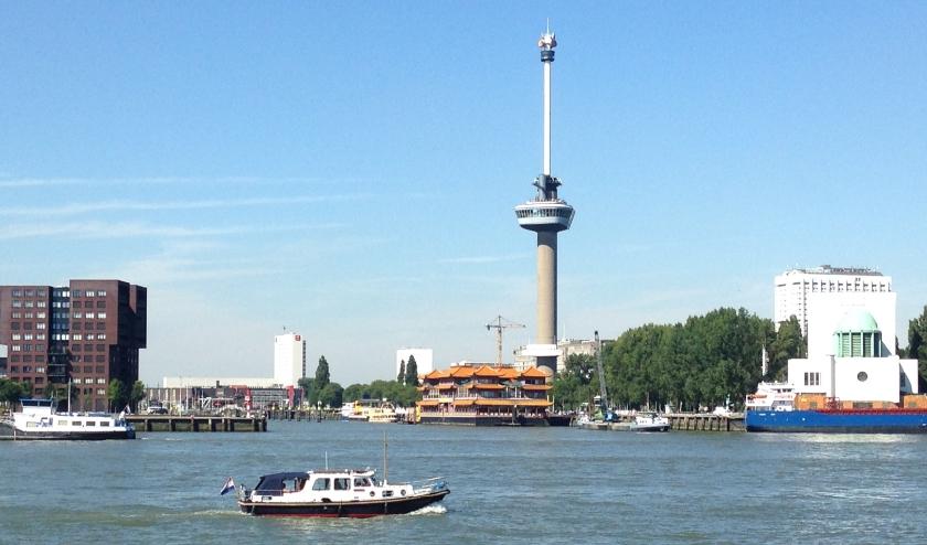 Uitzicht op de Maas en de Euromast.