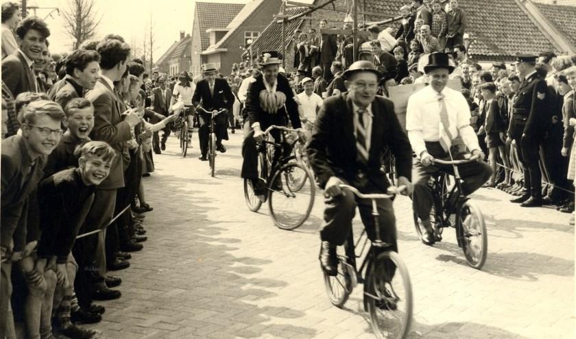 In 1958 werd het 12,5 jarig bestaan van winkeliersvereniging De Kromstraat gevierd met een ludieke wielerkoers voor de winkeliers.