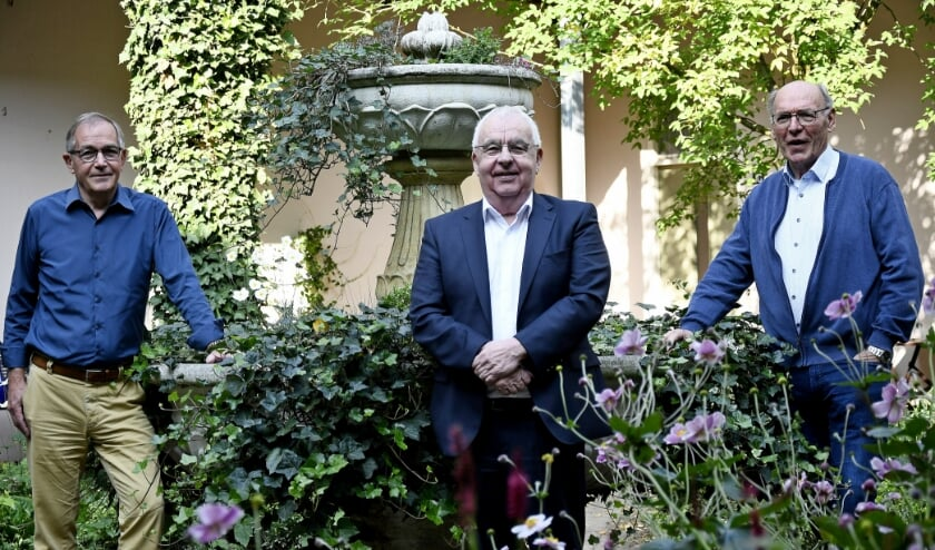 <p>Drie bestuursleden van de Dorpsraad Babberich (vlnr): Ton van Dinther, Willy van Dinther en Henk Dukkerhof. (foto: Ab Hendriks)</p>