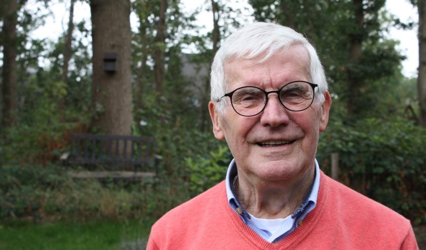 """Jan van Schagen over zijn boek over Eindhoven: """"Er is heel wat water door de Dommel voor moeten gaan."""" (Foto: Rob Weekers)."""