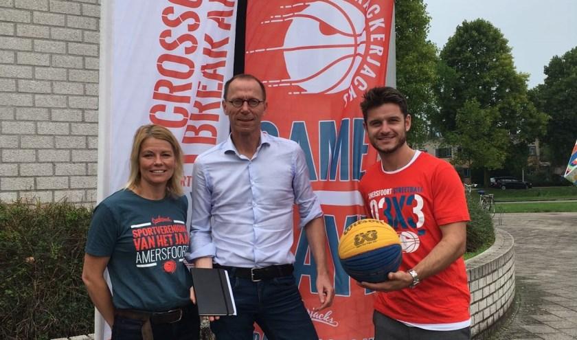 Robbert Kemperman bezoekt Basketballvereniging Crackerjacks