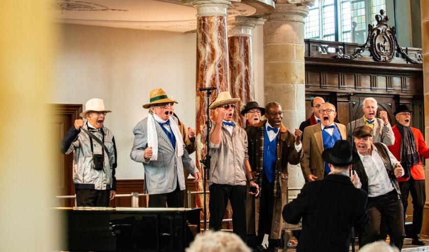 Barbershopkoor The College Barbers uit Apeldoorn tijdens Korendag Epe in de Grote Kerk. Foto: Dennis Dekker