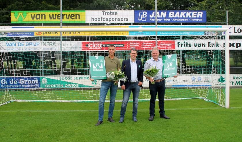 v.l.n.r. Cor van Werven (Technisch Directeur Van Werven BV), Jacko van den Bosch (voorzitter OWIOS) en Jan Bakker (Algemeen Directeur Jan Bakker).