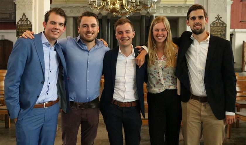 Het bestuur met v.l.n.r. Marten Porte, Dennis van Driel, Michiel Lemmers, Marit Gorissen en Cyriel van Vugt. (Foto Remco Vonk)