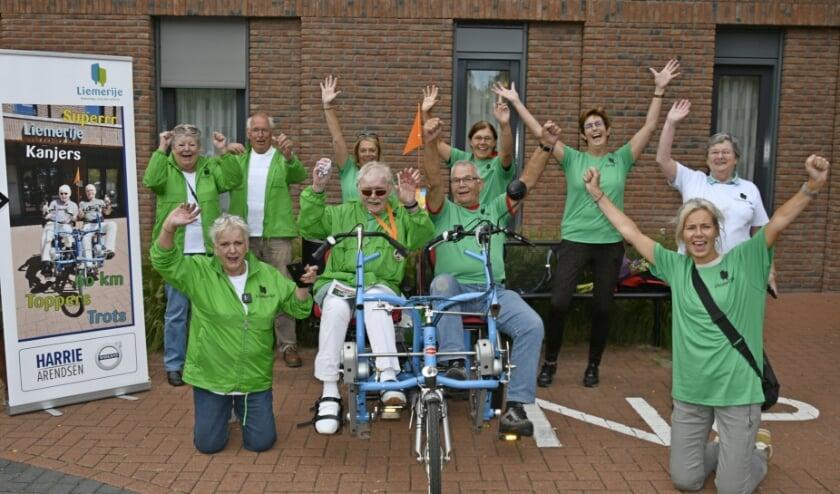 <p>Arnold Gerrist fietste een zestig kilometer lange route door de Liemers Hij zit links op de fiets, naast fietsmaatje Ben. (foto: Ab Hendriks)</p><p><br></p>