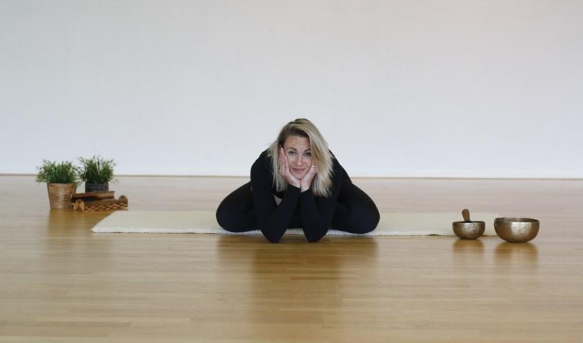 Tina Kruisdijk gaat yogalessen geven in het Kulturhus in de Kruidenwijk. Foto: Dennis de Raaf.