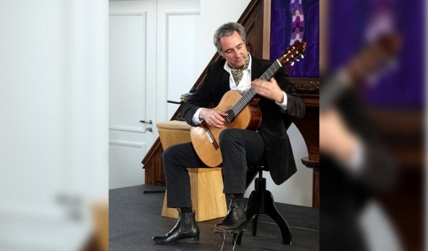<p>Gitarist Martin Boek trad in het verleden op tijdens de dorpsconcerten. Foto: E.Hoogendoorn&nbsp;</p>