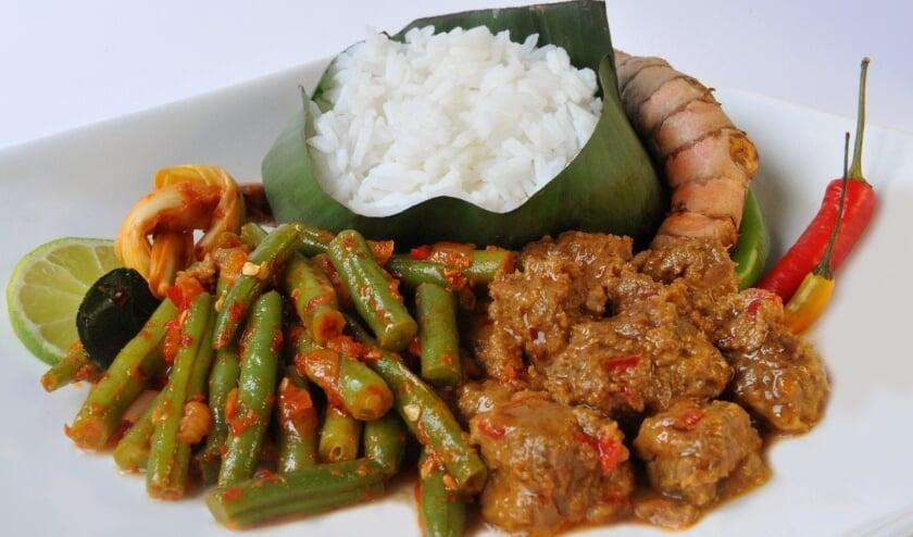 <p>Indische rijsttafel. Heerlijk maar verkoop aan huis op professionele basis is aan allerlei regels gebonden.</p>