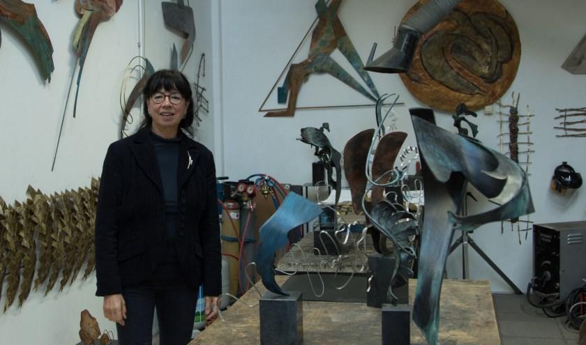 Fieke Hordijk is altijd geïnteresseerd in vormen en materialen. (foto: Leo Jans)
