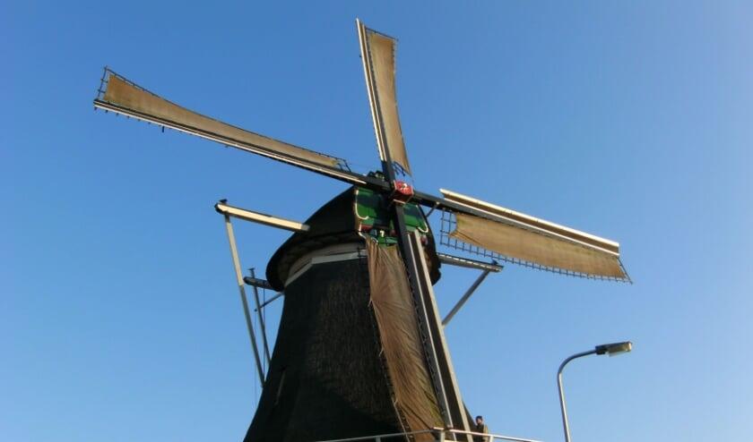 <p>Molen de Passiebloem. Deze molen staat nog in volle glorie aan de Vondelkade en wordt niet vernoemd.&nbsp;</p>