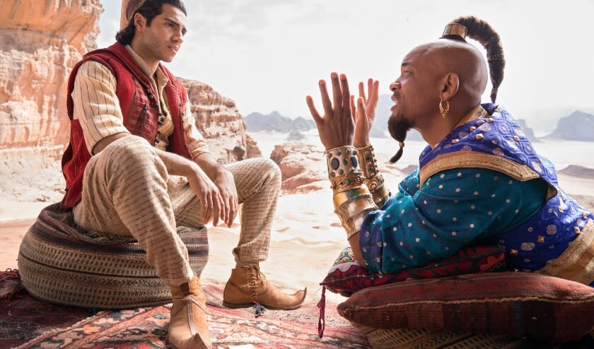 <p>Mena Massoud als Aladdin, en Will Smith als de geest in Disney&rsquo;s ALADDIN, Foto: Dani&euml;l Smith&nbsp;</p>