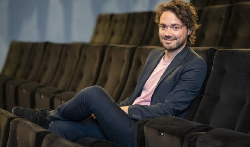 Scenarist van de jeugdfilm 'De Club van Lelijke Kinderen' Jeroen Margry neemt plaats in een bioscoopstoel van LUX. (foto: Jimmy Israël)