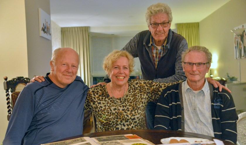 Jan Vlooswijk, Elly Streng-Dunnewold, Ted de Wit en Gert SLuijs van de Zeskampploeg en Spel Zonder Grenzen 1975. (Foto: Paul van den Dungen)